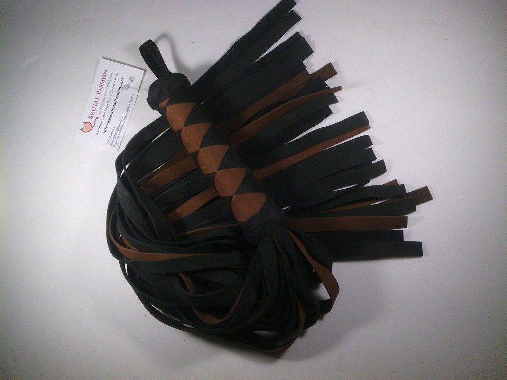 UF Black & Tan 32 Fall Heavy Leather flogger